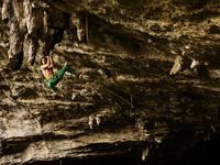 Экстрим фото недели: Скалолаз Адам Ондра в испанской пещере Балзола