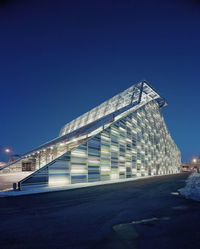29 фотографий ночной жизни зданий по всему миру. Часть 1
