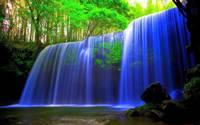 10 магических фото неоновых водопадов