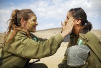 Какие девушки служат в армии Израиля и почему они так охотно идут служить?