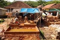 Как добывают золото на острове Ломбок, Индонезия