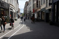 В Бельгии телефонным «наркоманам» выделили собственные полосы на тротуарах!