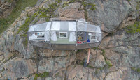 Над Священной долиной Инков в Перу повесили ужасающие прозрачные капсулы для отдыха