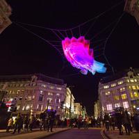 20 завораживающих снимков с фестиваля света в Лондоне