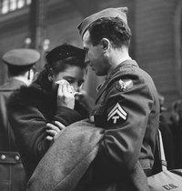 20 исторических снимков о любви во время войны в разных странах