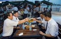 17 любопытных фото с первого пивного фестиваля в Северной Корее