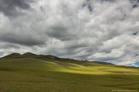 Среди зеленых холмов