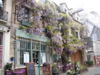 Парижский дом весной