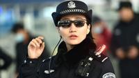 Китайских полицейских снабдили очками, которые распознают лица прохожих