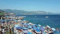 Так выглядят все пляжи Будвы в августе