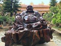 В Далате есть веселый Будда