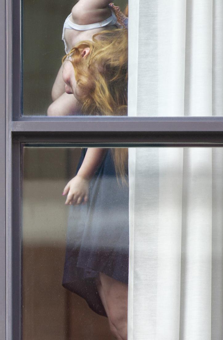 obnazhennaya-v-sosedskom-okne-porno-zhena-zastukala-za-drochkoy