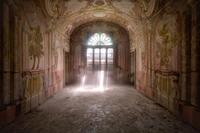 30 снимков ускользающей красоты заброшенных вилл и особняков