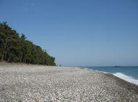 Дикий пляж находится в самом конце набережной