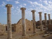 В Пафосе много руин