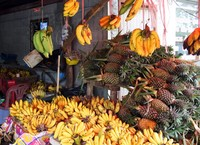 Купите сладчайшие бананы и ананасы