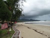Август на пляже Klong Pra