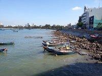 Во время отливов в Вунгтау обнажаются камни