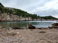 Пустынный мартовский пляж в Дубровнике