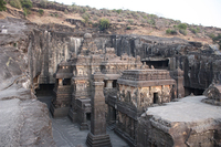 Высеченный из скалы храм VIII века называют восьмым чудом света