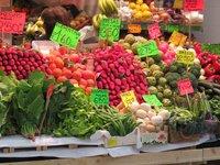 Клубничный рай на рынке де Оливар
