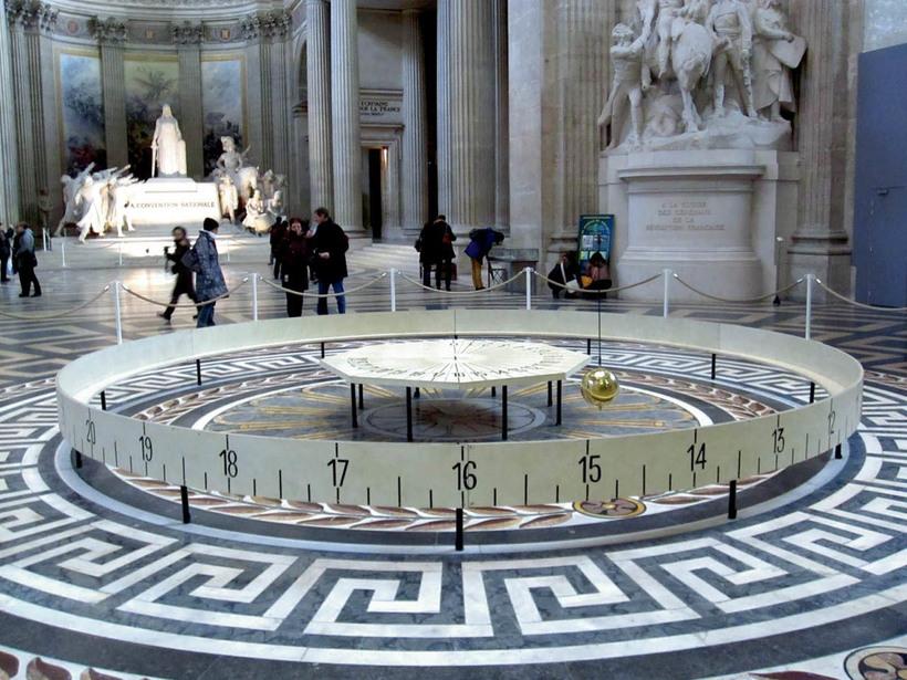 Парижский сбой: почему в Париже одновременно остановились все маятниковые часы