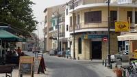 Ларнака: улицы города в вечернее время