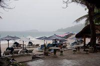Обычный балийский пляж в феврале.