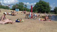 Будний день на пляже «Боровой». Воронеж, конец мая.
