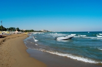 Пляжи в апреле пустуют