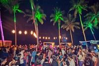 Стандартная дискотека на пляжах Гоа вечером в декабре.