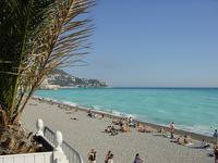 Полупустые пляжи Ниццы