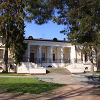 Симферополь: прогулка по территории дворца Воронцова