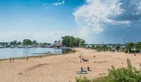 Пляж «Локомотив» — один из самых чистых и благоустроенных в Казани