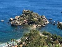 Пляж «Изолла Белла» — вид сверху. Октябрь, Италия.