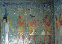 Гробницы были богато украшены. Сохранилось далеко не все убранство