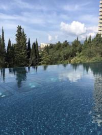 Бассейн с панорамным видом