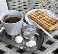 Кофе и вафли