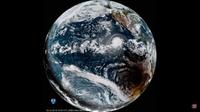 Сразу два редких и красивых явления: ураган и солнечное затмение на одном видео