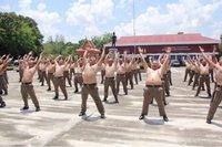 В Таиланде полицейских с лишним весом отправили в лагерь на курс «Ликвидация живота»