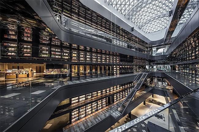 Невероятный футуристический книжный магазин в Китае
