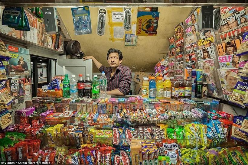 16 фотографий колоритных магазинчиков со всего мира от канадского фотографа