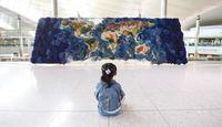 В течение 520 часов художница изготавливала карту мира в виде гигантского гобелена