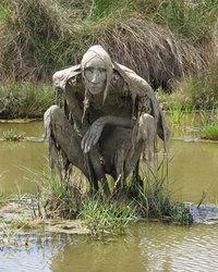 Вдохновленная природой: художница создает пугающие скульптуры из грязи
