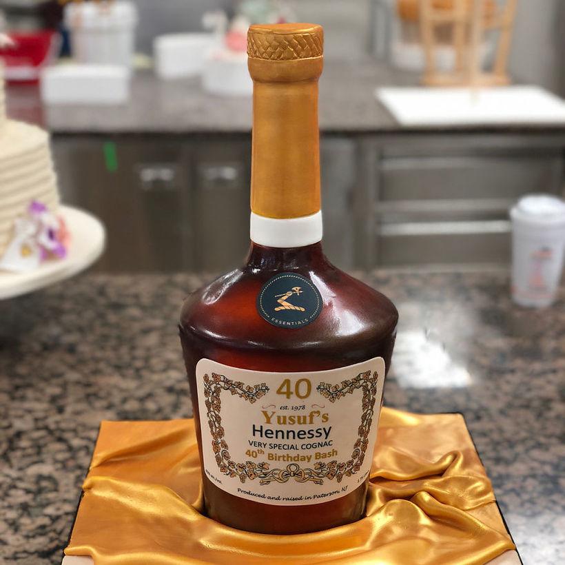 Пекарь из США делает гиперреалистичные торты, которые вообще не похожи на торты