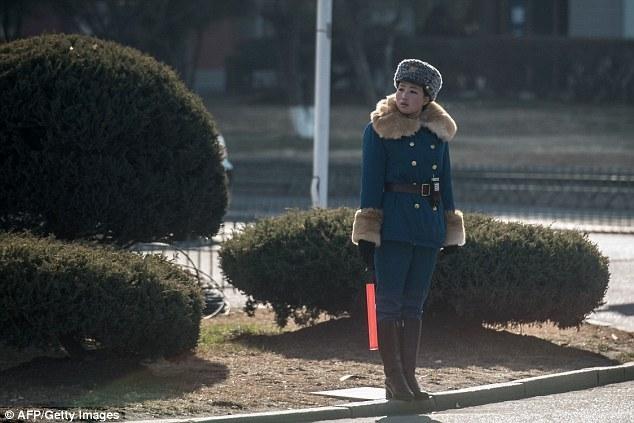 В дорожную полицию Северной Кореи берут исключительно девушек-красавиц