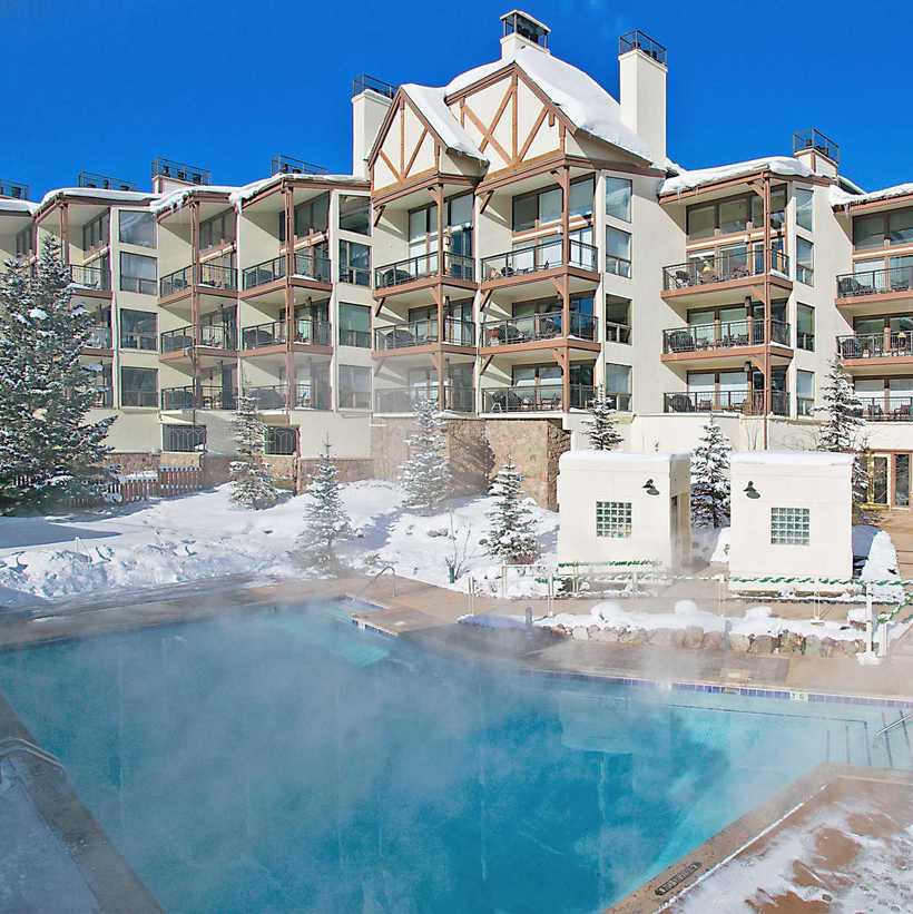 10 самых сказочно прекрасных открытых бассейнов на зимних курортах