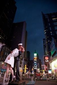 От фото к статуе: как случайный поцелуй стал символом победы в войне