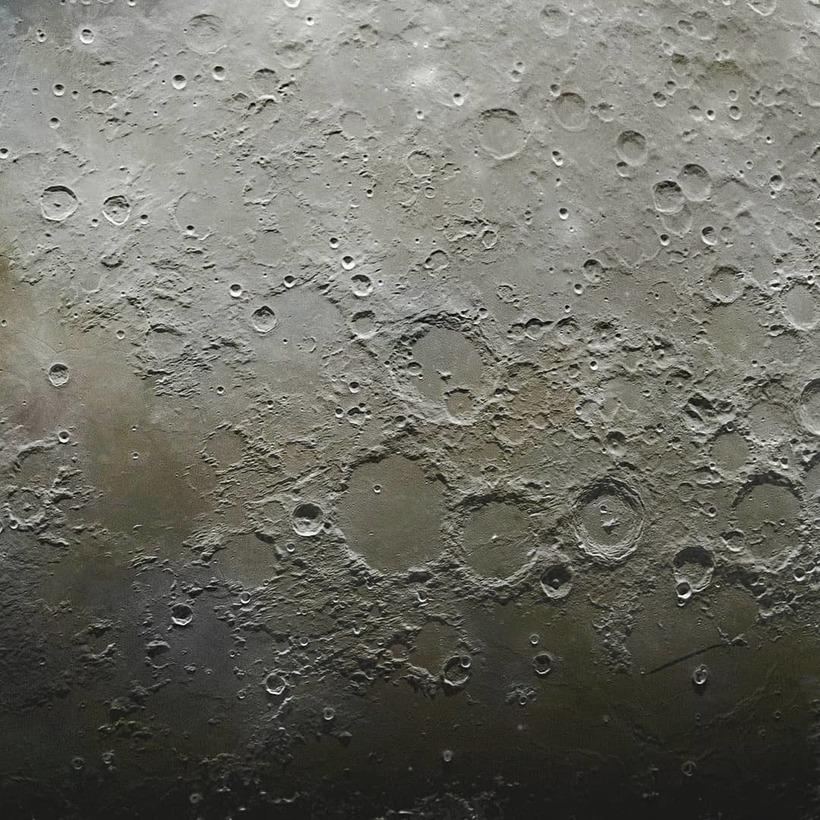 Захватывающее изображение поверхности Луны, состоящее из 100 тысяч фотографий