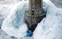 Что стало со смотрителем маяка, который вышел на улицу во время удара волны